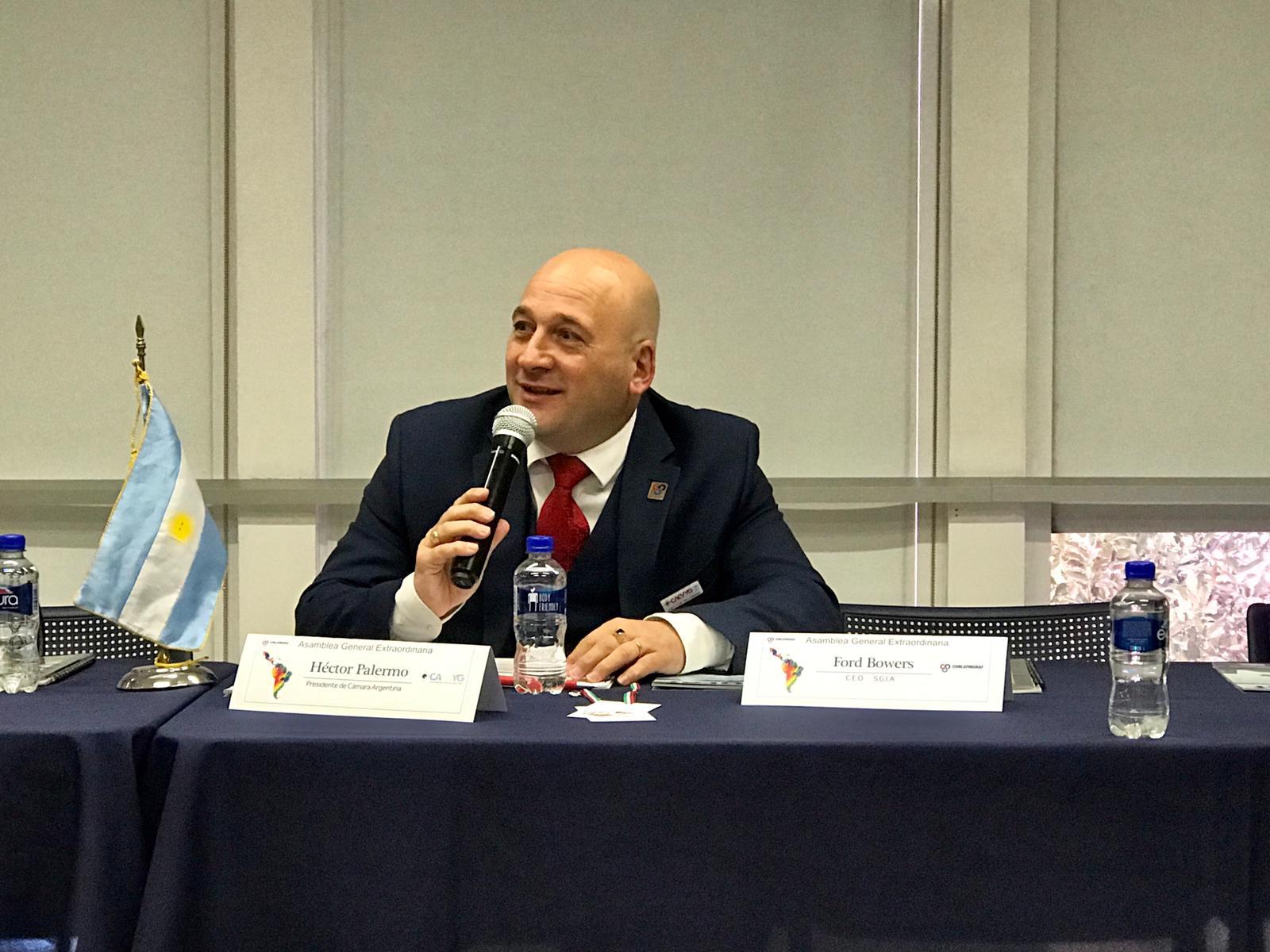 Hector Palermo, representando a Argentina en la Confederación Latinoamericana de la Industria Gráfica.